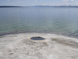 "<div><font size=""1"">Yellowstonské jezero.</font></div>