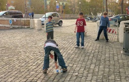 "<p style=""MARGIN: 0in 0in 10pt"" class=""MsoNormal""><font size=""1"" face=""Arial"">Kluci si kopou s flaškou.<br />______________<br />Boys are playing ""ball"" with a bottle.</font></p>"