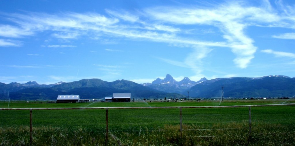 "Tetony z druhé strany/ Tetons From the ""Other"" Side"
