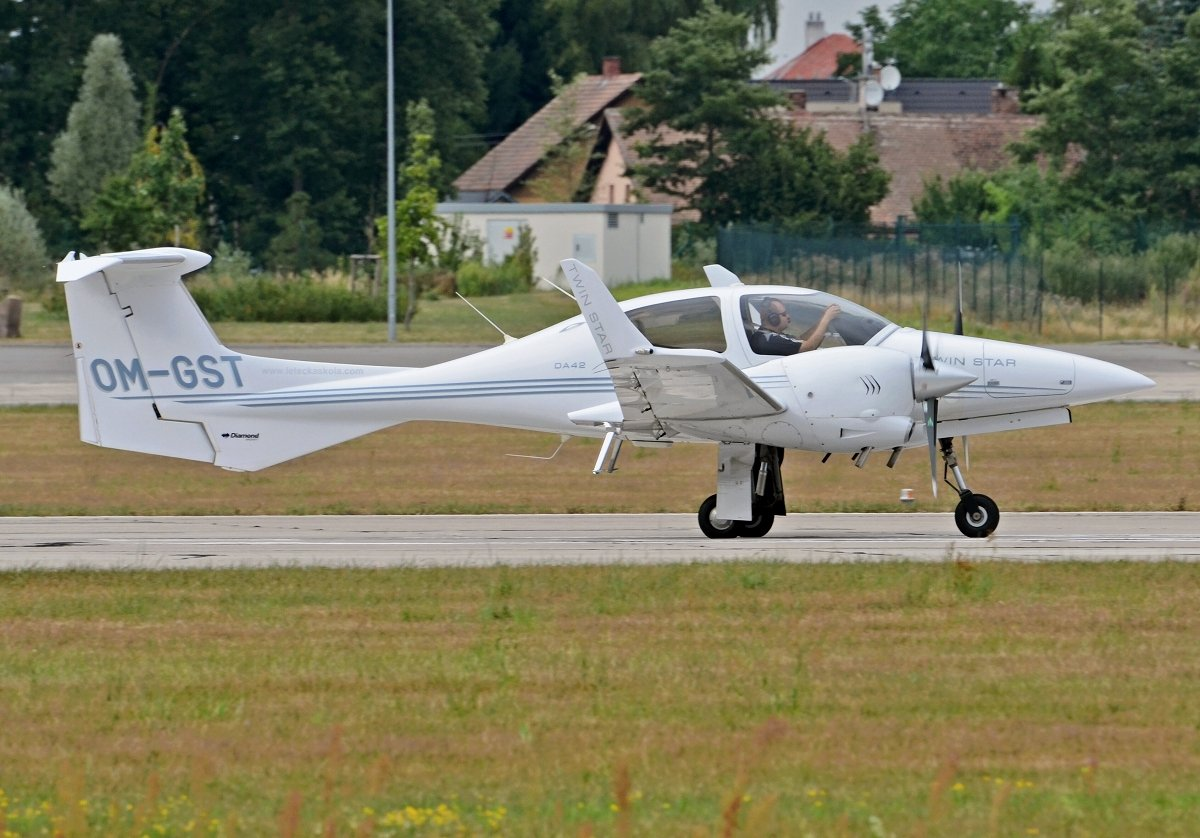 DA42 Twin Star    SEAGLE AIR FTOOM-GST