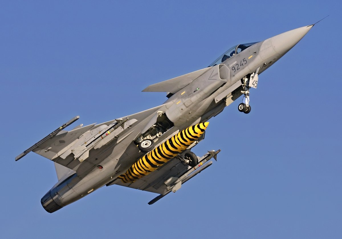 Saab 39C Gripen    Czech Air Force    9245