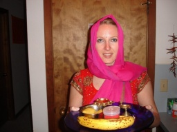 "<p class=""MsoNormal"" style=""MARGIN: 0in 0in 0pt""><font size=""1"">Míša s thali.<br />___________<br />Misa with her thali.</font></p>"
