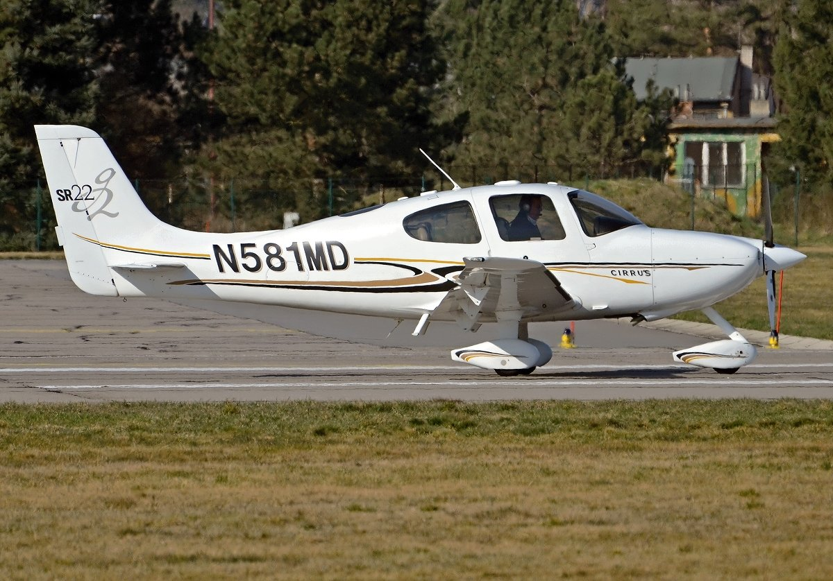 CIRRUS SR22 AM AVIATIONN581MD