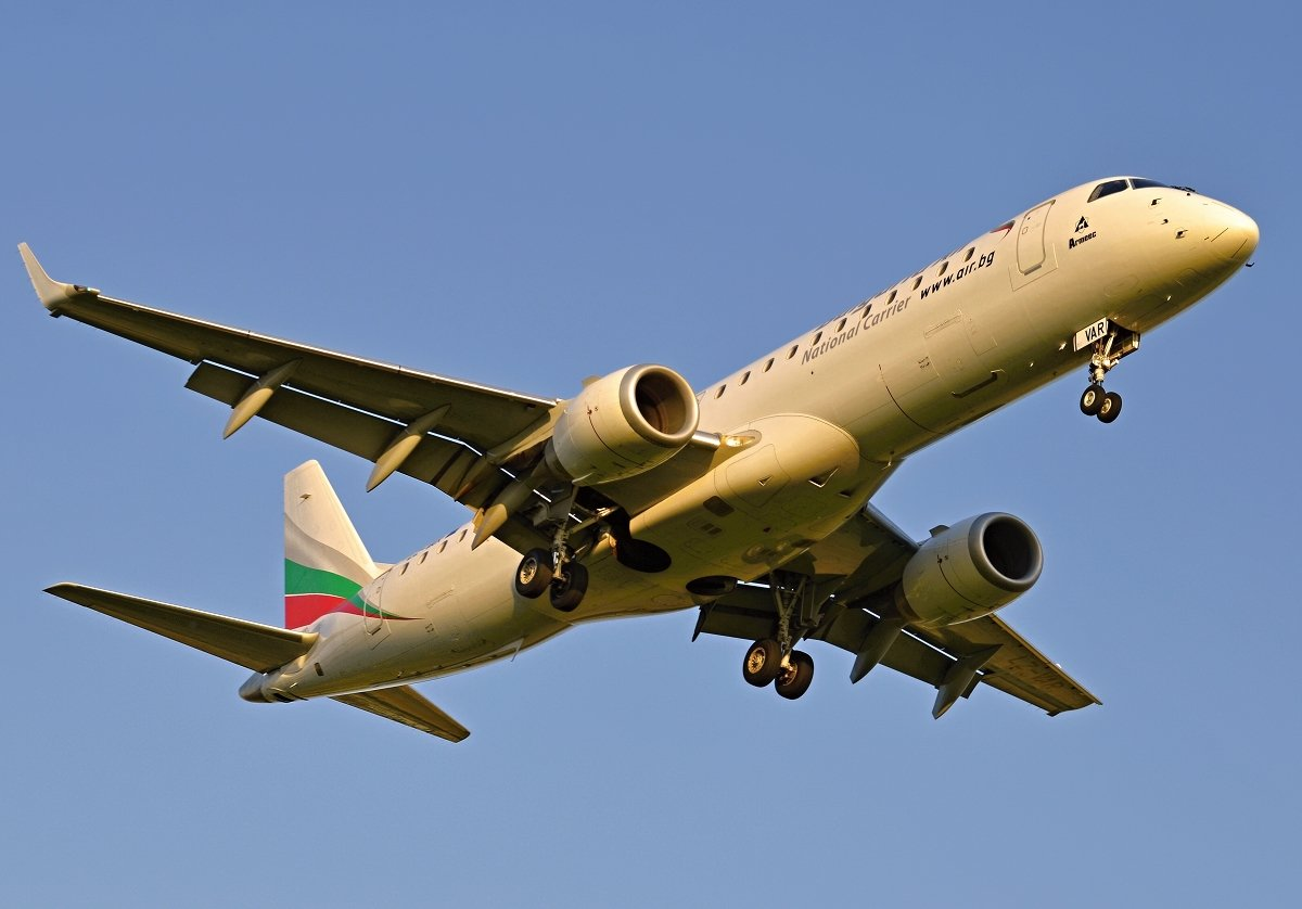 ERJ190-100IGW    Bulgaria Air    LZ-VAR